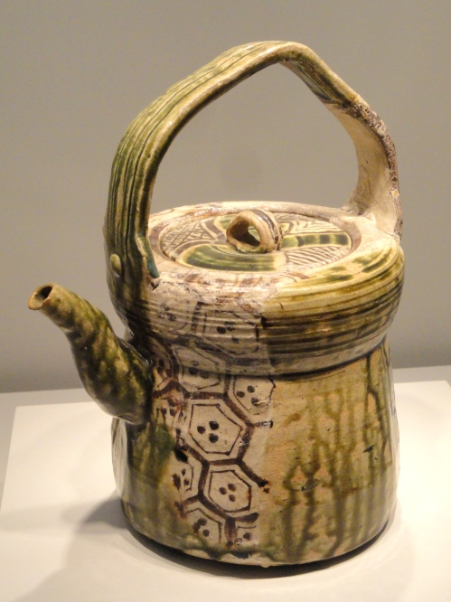 Oribe-Type_Ewer,_early_17th_century,_Japan,_glazed_stoneware_-_Art_Institute_of_Chicago_-_DSC00207