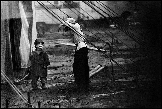 USA. Palisades, New Jersey. 1958. The Dwarf. Contact email: New York : photography@magnumphotos.com Paris : magnum@magnumphotos.fr London : magnum@magnumphotos.co.uk Tokyo : tokyo@magnumphotos.co.jp Contact phones: New York : +1 212 929 6000 Paris: + 33 1 53 42 50 00 London: + 44 20 7490 1771 Tokyo: + 81 3 3219 0771 Image URL: http://www.magnumphotos.com/Archive/C.aspx?VP3=ViewBox_VPage&IID=2K7O3R3DLE89&CT=Image&IT=ZoomImage01_VForm